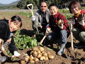 収穫イベントなどで賑わう秋の「正助ふるさと村」へ 福岡県宗像市