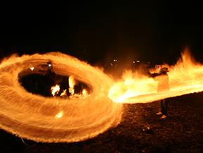 幻想的な火の輪が躍る! 「火振りかまくら」を見に角館へドライブ 秋田県仙北市