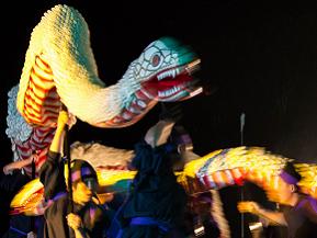 夏の夜、白い蛇と女神が神秘的に舞う、白蛇姫まつりへドライブ 北海道鹿追町