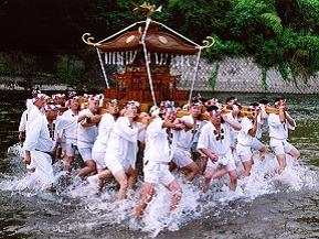 夏到来!神輿洗いが勇壮な川瀬祭を見るドライブ 埼玉県秩父市
