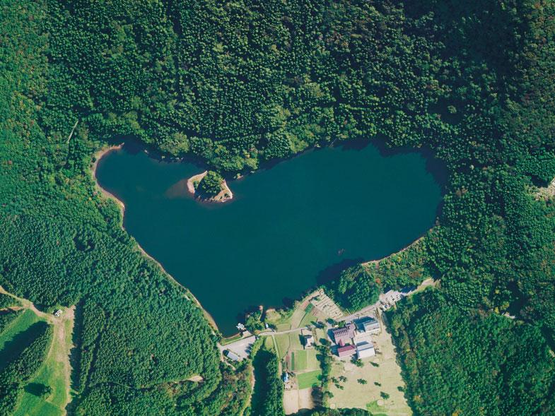 灯篭まつりやハート型の湖へ、夏...