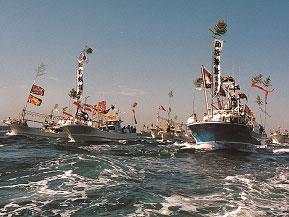 漁船の海上パレードは壮観!宗像大社の秋のお祭りへドライブ 福岡県宗像市
