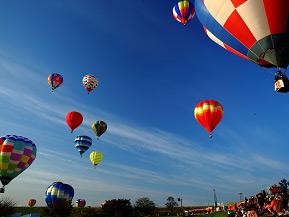 熱気球が一斉に浮上!会津塩川バルーンフェスティバルへドライブ 福島県喜多方市