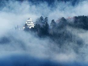 ポスターで話題に!雲海にそびえる天空の郡上八幡城へドライブ 岐阜県郡上市