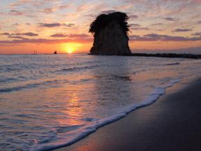 軍艦島に昇る太陽!見附海岸で朝日を拝むドライブ 石川県珠洲市