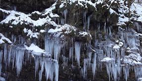 岩清水が造る氷の芸術!秩父の冬の名勝へドライブ 埼玉県秩父市
