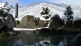 雪見の露天風呂と大正建築のブックカフェへ、くつろぎのドライブ 広島県北広島町