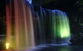 きれいに照らされる水のカーテン!鍋ヶ滝ライトアップへドライブ 熊本県小国町