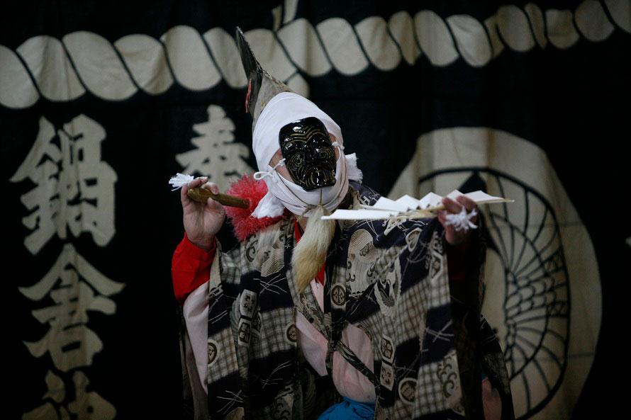 夜の南部神社。5月2日に宵宮祭や夜神楽奉納、4日に例大祭が行われる。