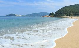 白い砂浜とクリスタルのように透き通る人気のビーチ!水晶浜へドライブ 福井県美浜町