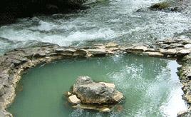 開放感抜群!渓流に湧く天然温泉の露天風呂へドライブ 北海道鹿追町