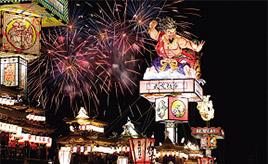 大きな人形を載せた 巨大な燈籠山は大迫力!能登のキリコ祭りへドライブ 石川県珠洲市
