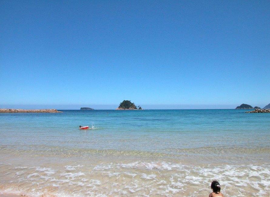 きれいな砂浜が2㎞ほど続き、県下有数のサーフィンスポットともなっている。
