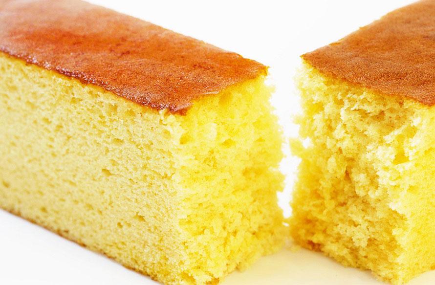お菓子工房人気No.1スイーツ、「はちみつたっぷりカステラ」1箱・0.5斤720円(税込)。良質のはちみつをたっぷり使い、しっとりとした食感と優しい甘さが特徴。