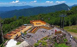 標高2000m!「天空の足湯」につかって絶景を満喫するドライブ 群馬県片品村