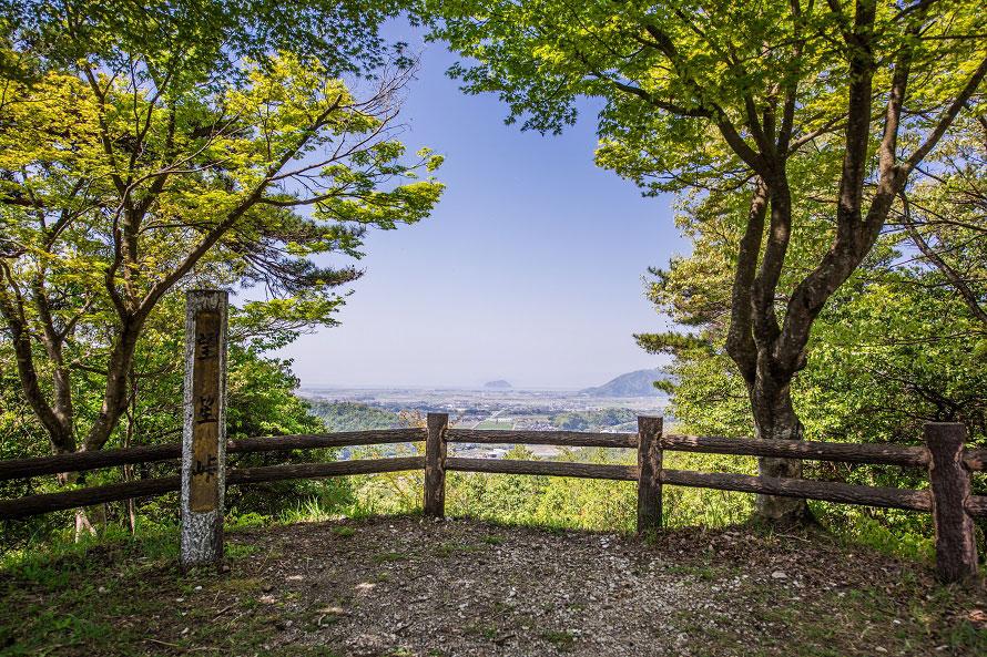 城跡からは琵琶湖や湖北のエリアを一望することができる。