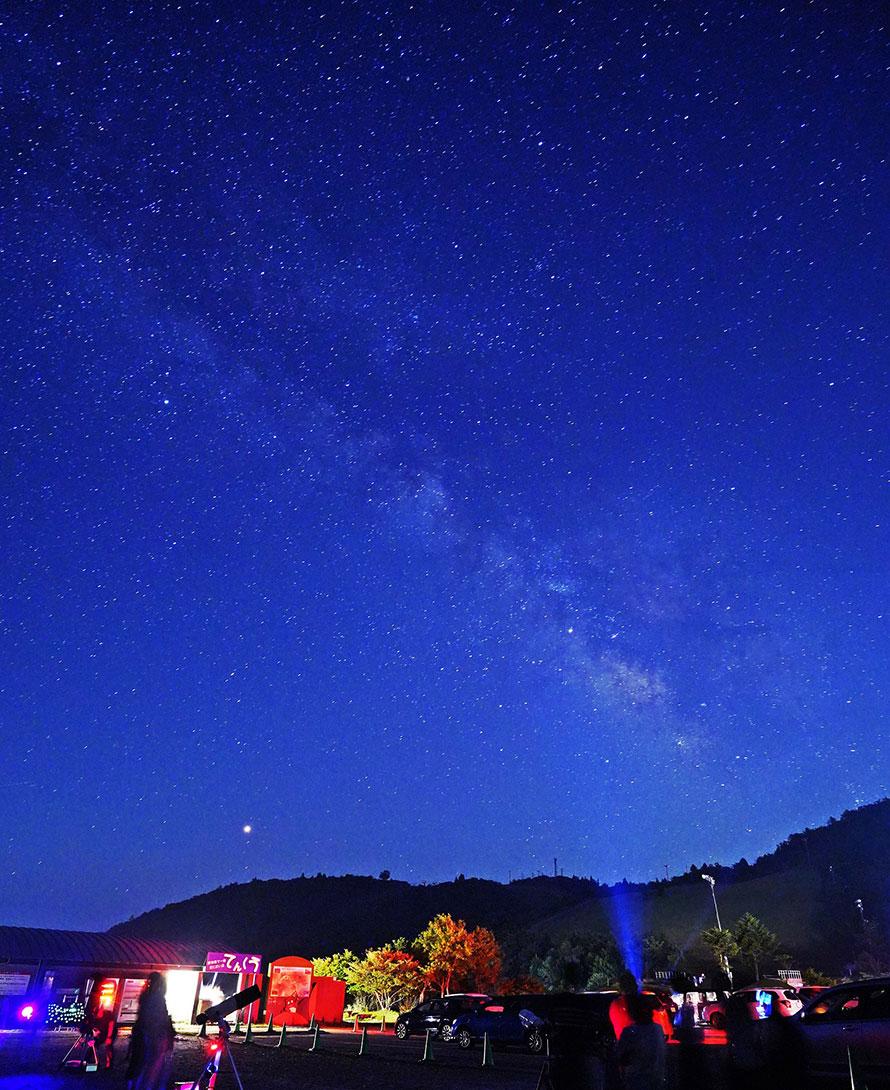 星のソムリエによる解説付きの星空観察会が行われることもある。