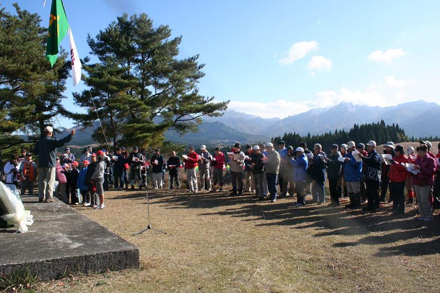 日本百名山のひとつでもある祖母山(そぼさん)。高千穂町内から五ヶ所高原、北谷登山口まで車で約50分。