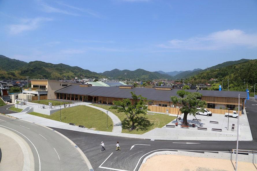 日本海を一望する景観に恵まれた道の駅「阿武町」。情報発信の拠点としても機能。