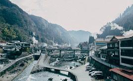 蒸しプリンも楽しみ!レトロな趣の杖立温泉へドライブ 熊本県小国町