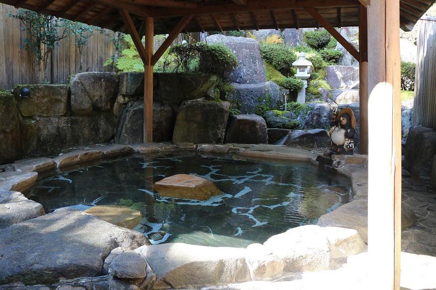 自然の中の温泉で心身ともにリフレッシュ。
