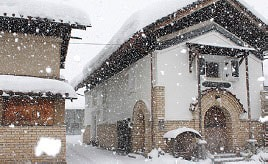 雪のそぼ降る蔵の町で開催!冬まつりをめぐるドライブ 福島県喜多方市
