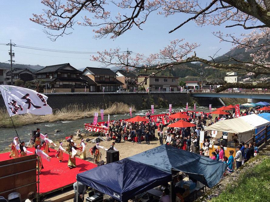 智頭町の桜の名所として知られるスポット。豪雨により残念ながら桜の木の一部が流されてしまったが、今年もイベント開催を決定。多くの人々の来訪が期待される。