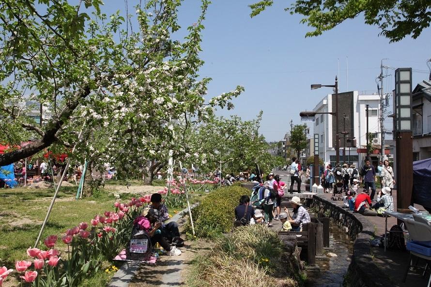 歩いて3分ほどのところには飯田市立動物園があり、合わせて立ち寄る家族連れも多い。
