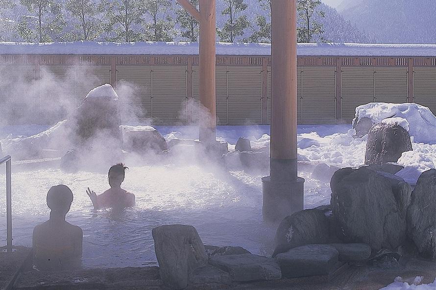 大浴場、露天風呂はもちろん、打たせ湯、檜風呂やサウナ風呂がある充実の温泉施設。