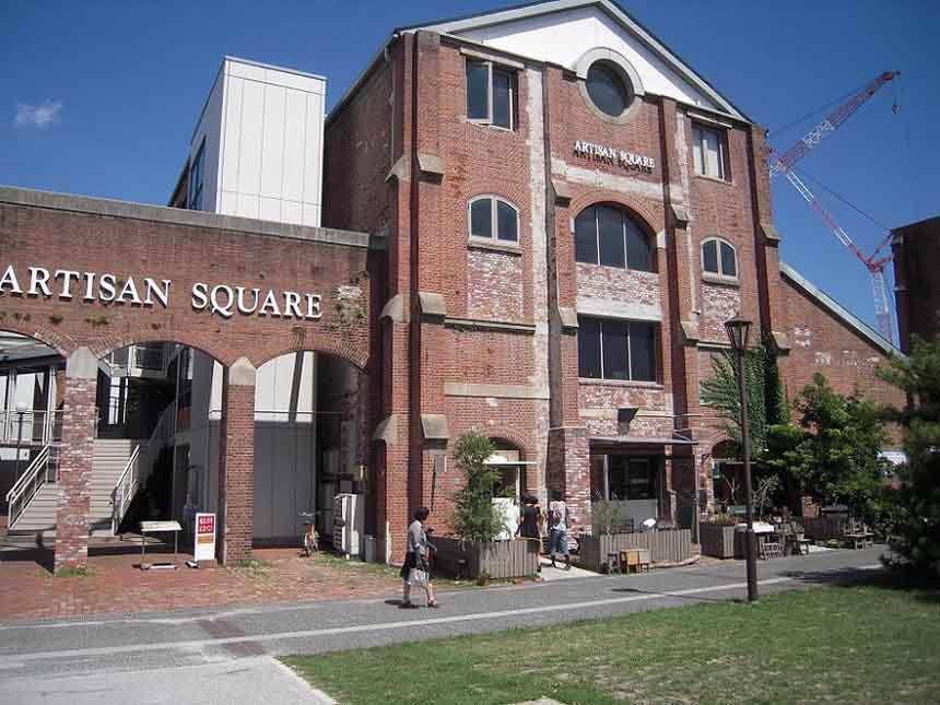 赤レンガの重厚な建物は明治42年(1909)から大正6年(1917)の間に建設されたもので、近代化産業遺産に認定されている。