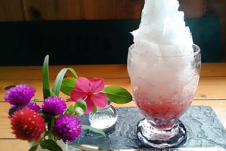 かき氷は690円(シャーベットやアイスクリームをミックスしたスペシャルは790円)。秩父産のブドウ、山ルビーを使ったかき氷などおすすめ。