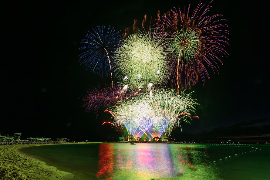 写真提供:国営沖縄記念公園(海洋博公園)・エメラルドビーチ本格的な夏の到来を告げる、海洋博公園の一大イベント。