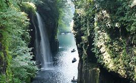 幻想的なライトアップは必見!涼スポット・高千穂峡へドライブ 宮崎県高千穂町