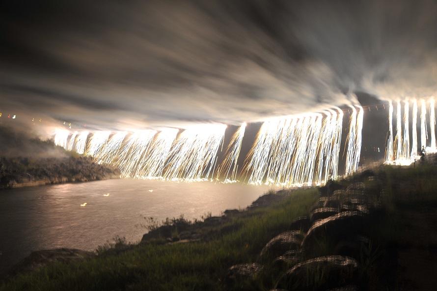 滝のように流れ落ちる、豪快な「ナイアガラ」も見ることができる。