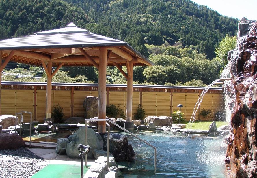 かすかに塩の味がする温泉は、保温効果抜群。療養温泉としてもおすすめ。