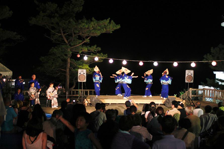 特設ステージでの郷土芸能は8月14日(水)の夜に行われる予定。