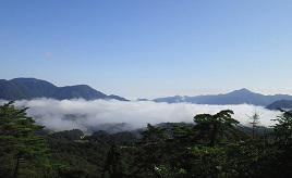秋は雲海が見られるかも?!於保知盆地を一望するビュースポットへドライブ 島根県邑南町