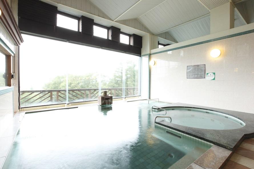 大浴場はトロンシステム(人工温泉装置)による「トロン温泉」。よく温まると評判。