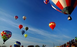 青空に映えるカラフルな熱気球!会津塩川バルーンフェスティバルへドライブ 福島県喜多方市