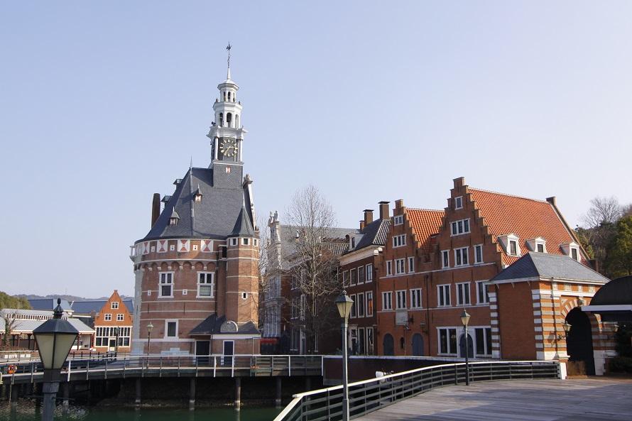 アムステルダム近くの小さな港町、ホールンの風景を再現。