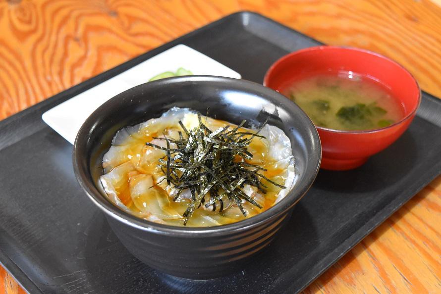 「地魚屋食堂 たきわ」のヒラメのヅケ丼は、数量限定で通年提供。1100円(税込)。