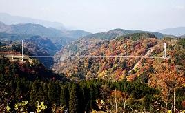 パノラマで楽しむ紅葉スポット!高さ173mの歩道専用大吊橋を歩こう 大分県九重町