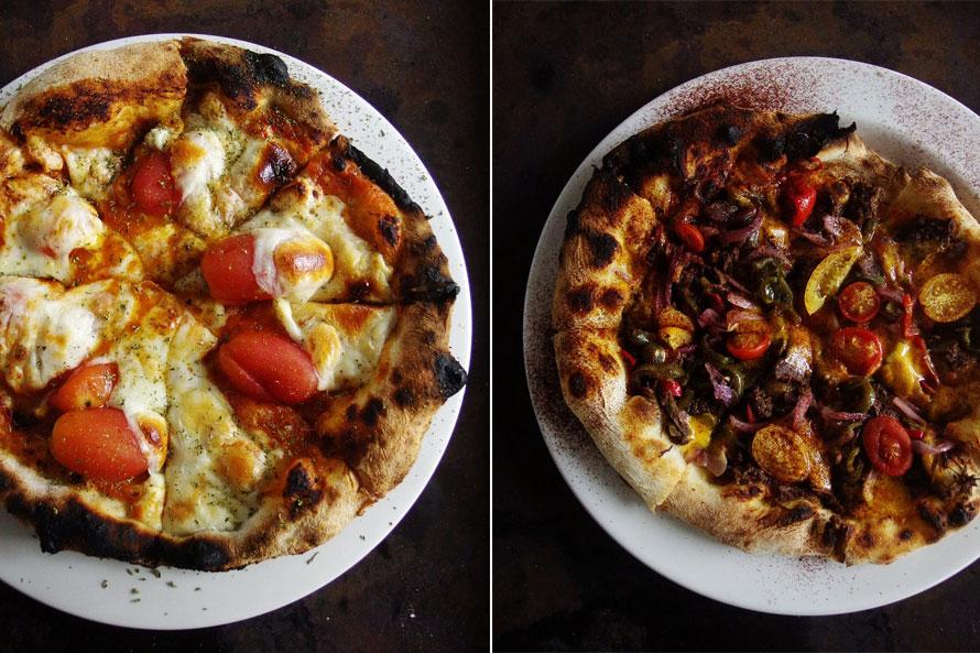 ランチのピザセットは、「ポモドーロ」・「焼き茄子のソースと野菜」1200円、「鹿肉の煮込みと野菜」・「キューバ風」1500円、「á la mer (海鮮)」1600円。プラス300円でドリンクセット、プラス350円で自家製のデザート (レモンタルト、自家製ティラミス、自家製キャラメルアイスいずれか)のセットにできる。