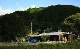 澄んだ空気を深呼吸!紅葉もきれいな話題の森カフェへドライブ 鳥取県智頭町