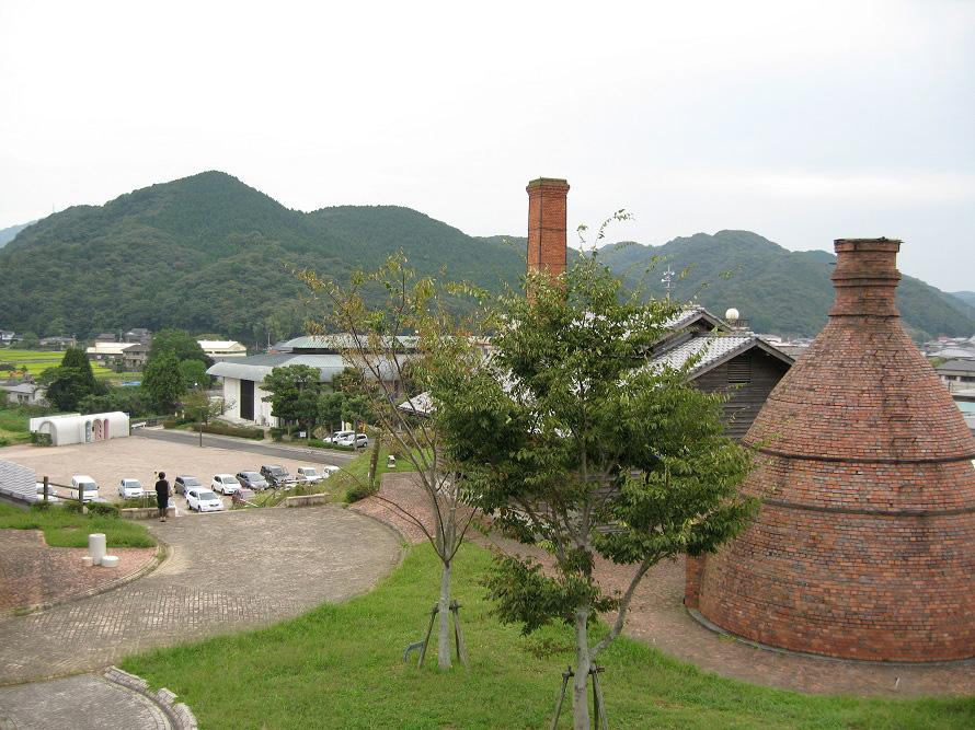 「くらわん館」に隣接するやきもの公園内にある「世界の窯広場」。世界を代表する窯12基を再現。一部の窯はイベント時に実際に焼成がおこなわれる。