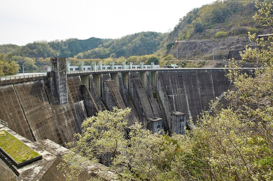 貯水池下流部が南山城村。 南山城村でイベントがある際は、ダム内部の見学を行うこともある。