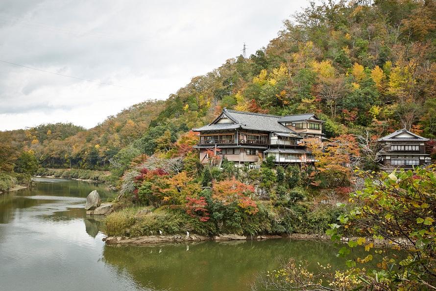 静かで神秘的な雰囲気が漂う夢絃峡は、紅葉の名所としても有名。