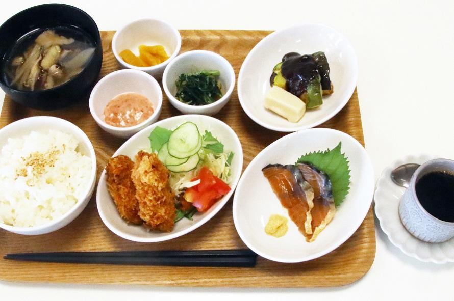 レストランの「みはま健幸ランチ」は1000円(税込)。ほかに焼き鯖寿司セットなどもある。