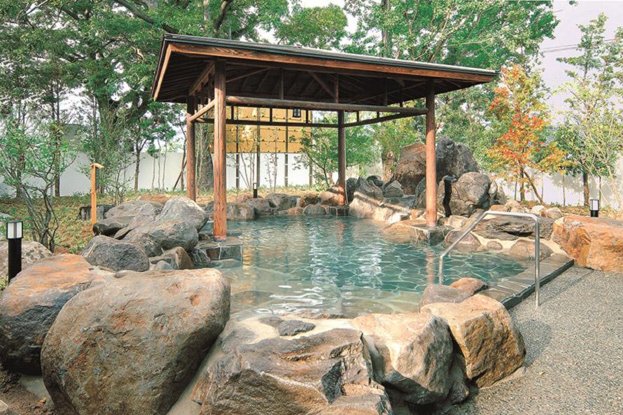 男湯と女湯は毎日入れ替わる。露天風呂は屋根があるので少々雨が降っても大丈夫。