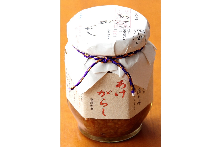 山一醤油の「あけがらし」755円(税込)も人気商品。ごはんや納豆に混ぜて食べる。